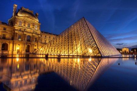 متحف اللوفر في باريس فرنسا