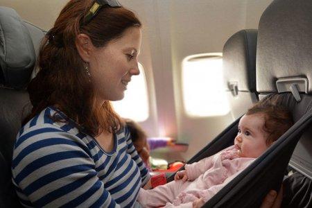 سفر الرضيع علي الطائرة