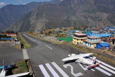 مطار تينزينغ هيلاري أو لوكلا في النيبال