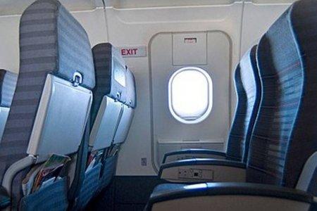 مقاعد مخرج الطوارئ بالطائرة