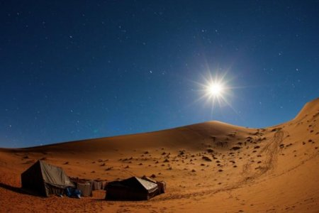 التخيم في الصحراء