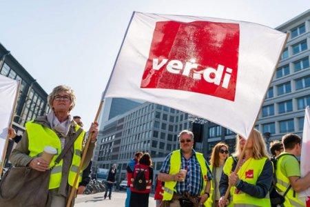 إضراب العاملين بالقطاع العام