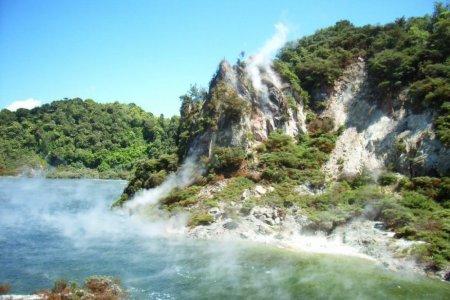 بحيرة المقلاة نيوزيلندا