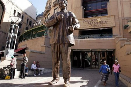 ساحة نيلسون مانديلا