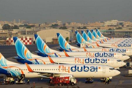 طائرات فلاي دبي طراز بوينغ 737 ماكس 8.