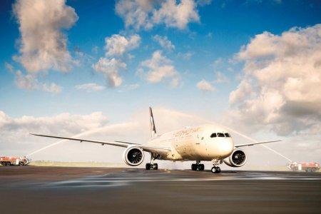 استقبال طائرة الاتحاد برشاشات المياه