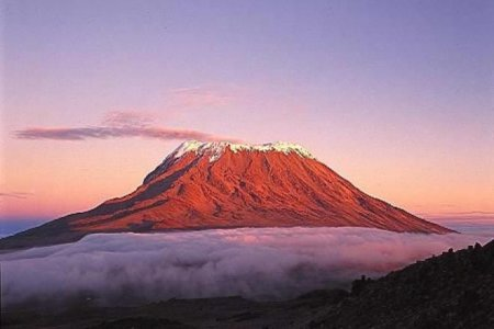 جبل كليمنجارو في تنزانيا