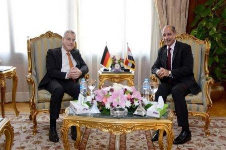 لقاء وزير الطيران مع السفير الألماني