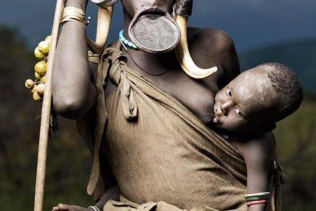 أجمل شفاه في قبيلة سورما