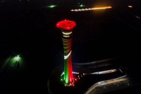 تلون برج مراقبة الملك عبد العزيز بعلم الامارات