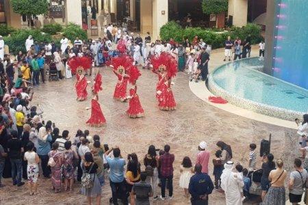 عروض الفرق الصينية في ياس مول