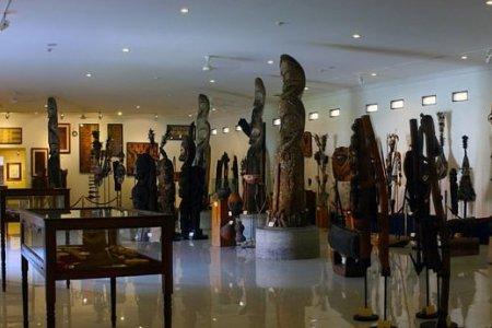 القطع الفنية في متحف باسيكفيا