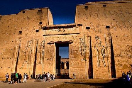 معبد إدفو في أسوان مصر