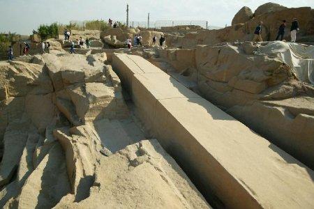 المسلة الناقصة في أسوان - مصر