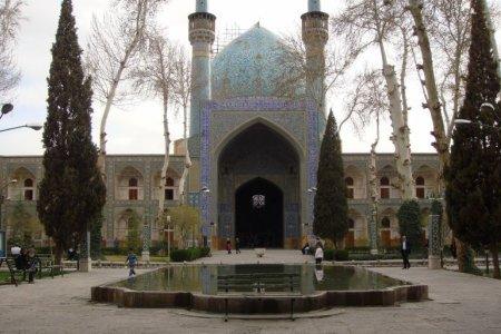 مدرسة جهار باغ في أصفهان - إيران