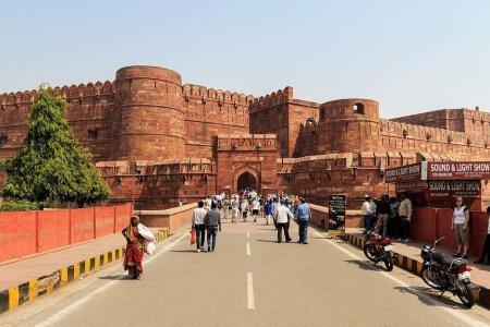 قلعة أغرا في الهند