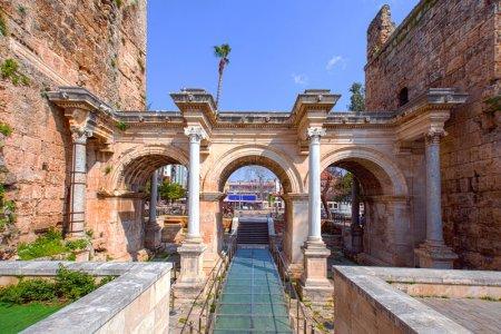 بوابة هادريان في أنطاليا - تركيا