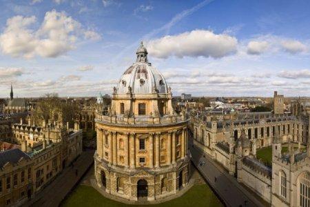 جامعة اوكسفورد في إنجلترا