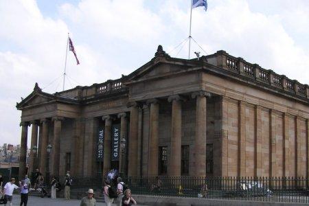 منظر من الشمال للمعرض الوطني الاسكتلندي