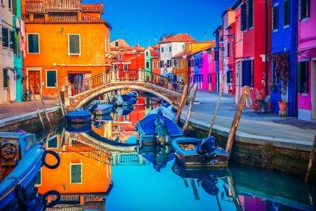 بروانو جزيرة الألوان في إيطاليا