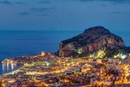 مدينة تشفالو في جزيرة صقلية الإيطالية