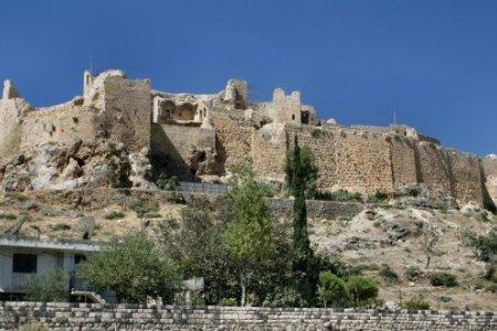 قلعة كاديفيكالي في مدينة إزمير