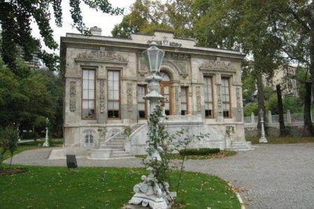 """قصر أهلامور """"الزيزفون"""" في اسطنبول"""