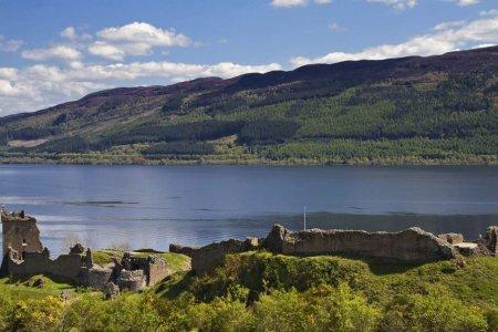 بحيرة لوخ نس في اسكتلندا