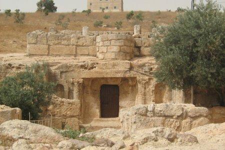 مكان أهل الكهف - الأردن