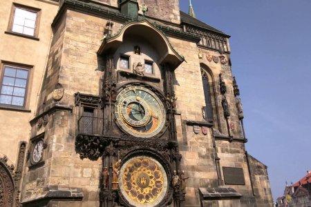 ساعة اورلوي الفلكية