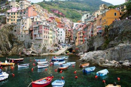 ركوب القوارب في البحيرة في إيطاليا