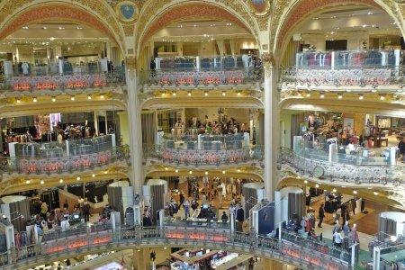 التسوق في مول كاروسيل اللوفر