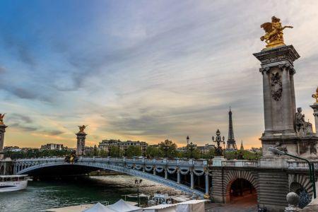 جسر الكسندر الثالث في باريس