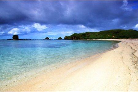 شاطئ سيمنياك في بالي إندونيسيا