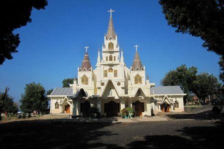 كاتدرائية القديس بطرس في باندونق - إندونيسيا