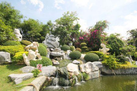الصخور المليونية وحديقة التماسيحفي بتايا - تايلاند