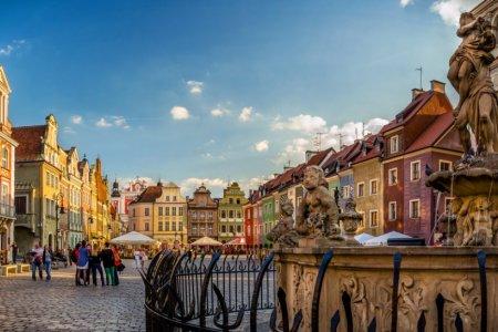 ساحة السوق القديم في بوزنان بولندا