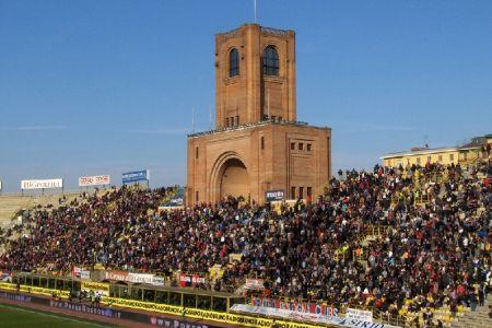 ملعب ريناتو دالارا في بولونيا