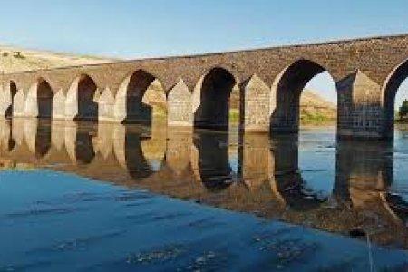 أحد جسور دبار بكر تركيا