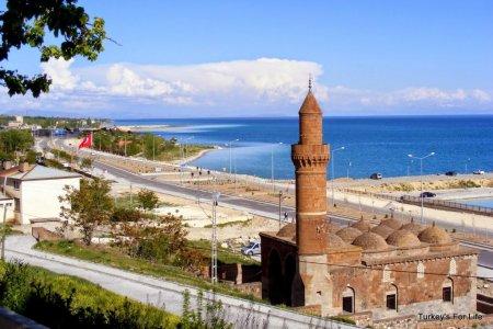 بحيرة وان في تركيا