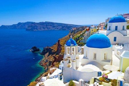 جزيرة سانتوريني في اليونان