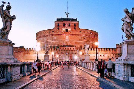 قلعة كاستل سانت انجلو في روما