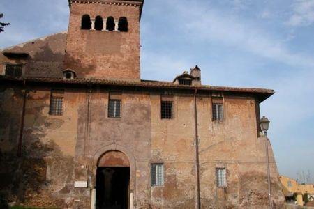 كنيسة سانتي كواترو كوروناتي في روما