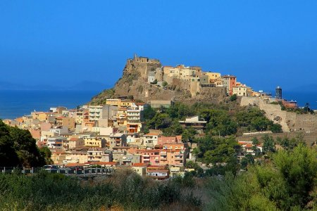 بلدة كاستيلساردو في إيطاليا