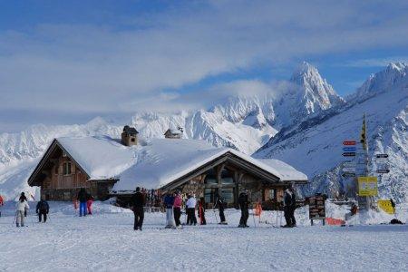 السياحة فى كهف بحر الجليد