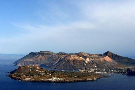جزيرة فولكانو في صقلية - إيطاليا