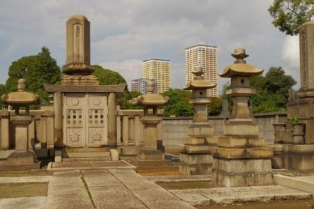 مقبرة ياناكا في طوكيو - اليابان