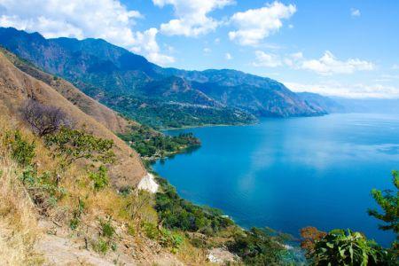 بحيرة أتيتلان في غواتيمالا