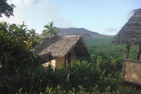 بركان جزيرة تانا في المحيط الهادئ