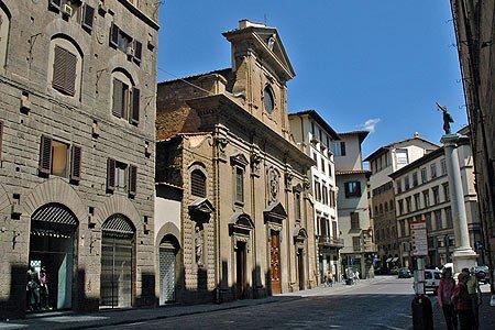 كنيسة سانتا ترينيتا في فلورنسا